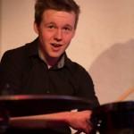 Marvin ballert an den Drums